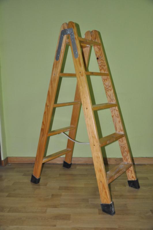 Escaleras perez palacios escalera de tijera de madera for Escaleras 10 peldanos de tijera